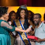 Momento da entrega de Prémio a vencedora MISS CPLP 2016