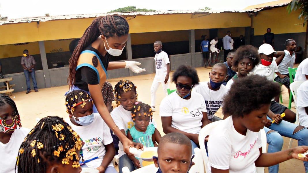 """""""Sopão Solidário"""" recolhe donativos a favor de crianças carenciadas em Angola. Por isso, um pouco de si é um contributo válido para a felicidade das pessoas que mais necessitam do seu"""